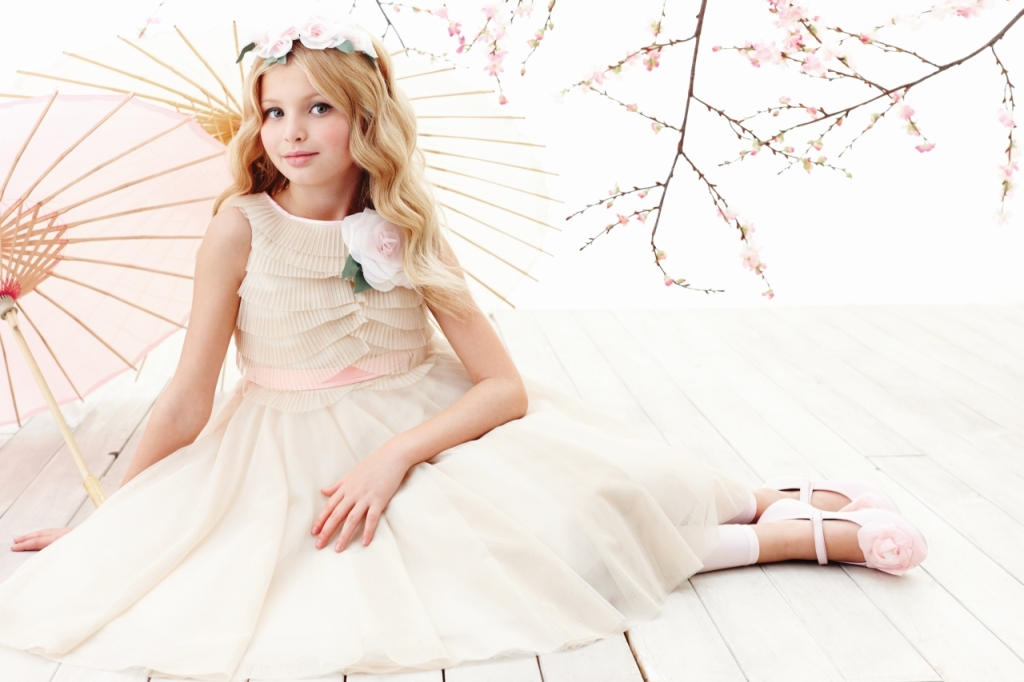 Monnalisa Chic beige tulle dress with powder pink rose brooch