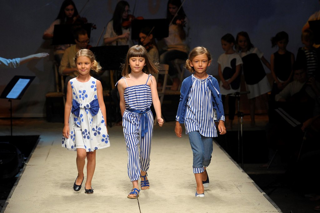 Il Gufo polyester dresses with thin electric blue and white stripes