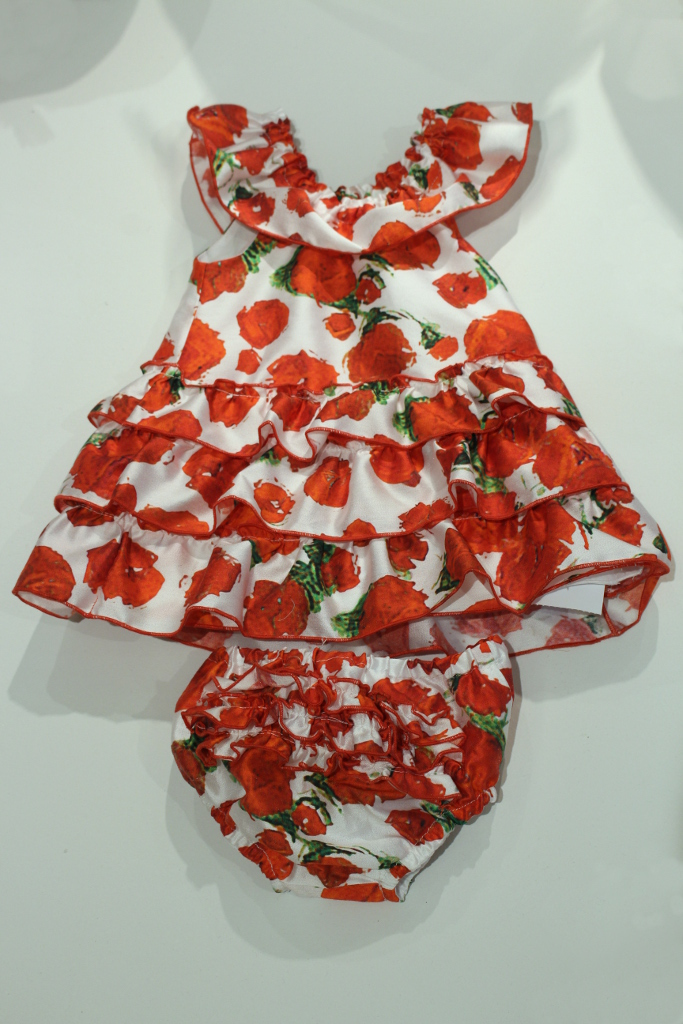 Quis Quis Spring Summer 2015. Onesie with red roses print