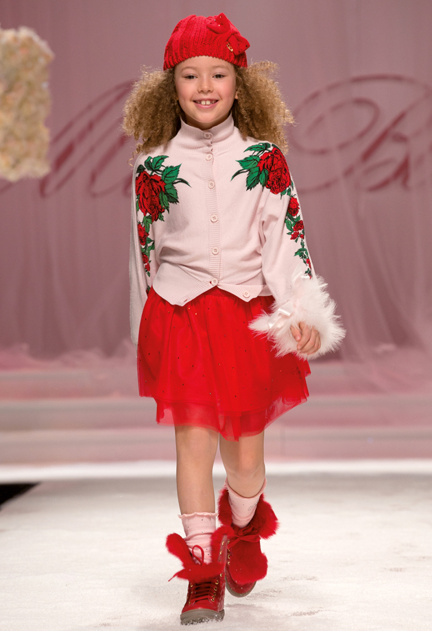 Miss blumarine winter 2014, red roses on pink background