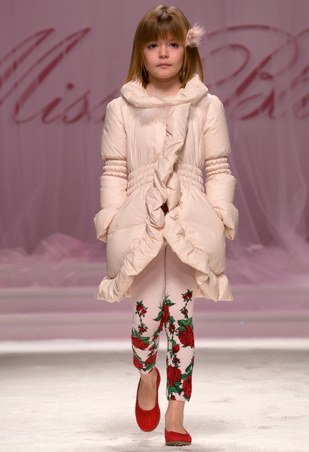 Miss Blumarine winter 2014 red roses during pitti bimbo 78