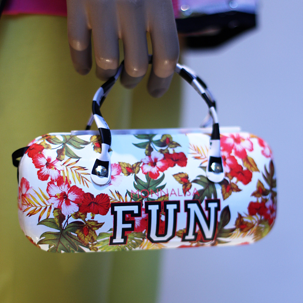 Monnalisa Fun spring 2015 sunglasses and case