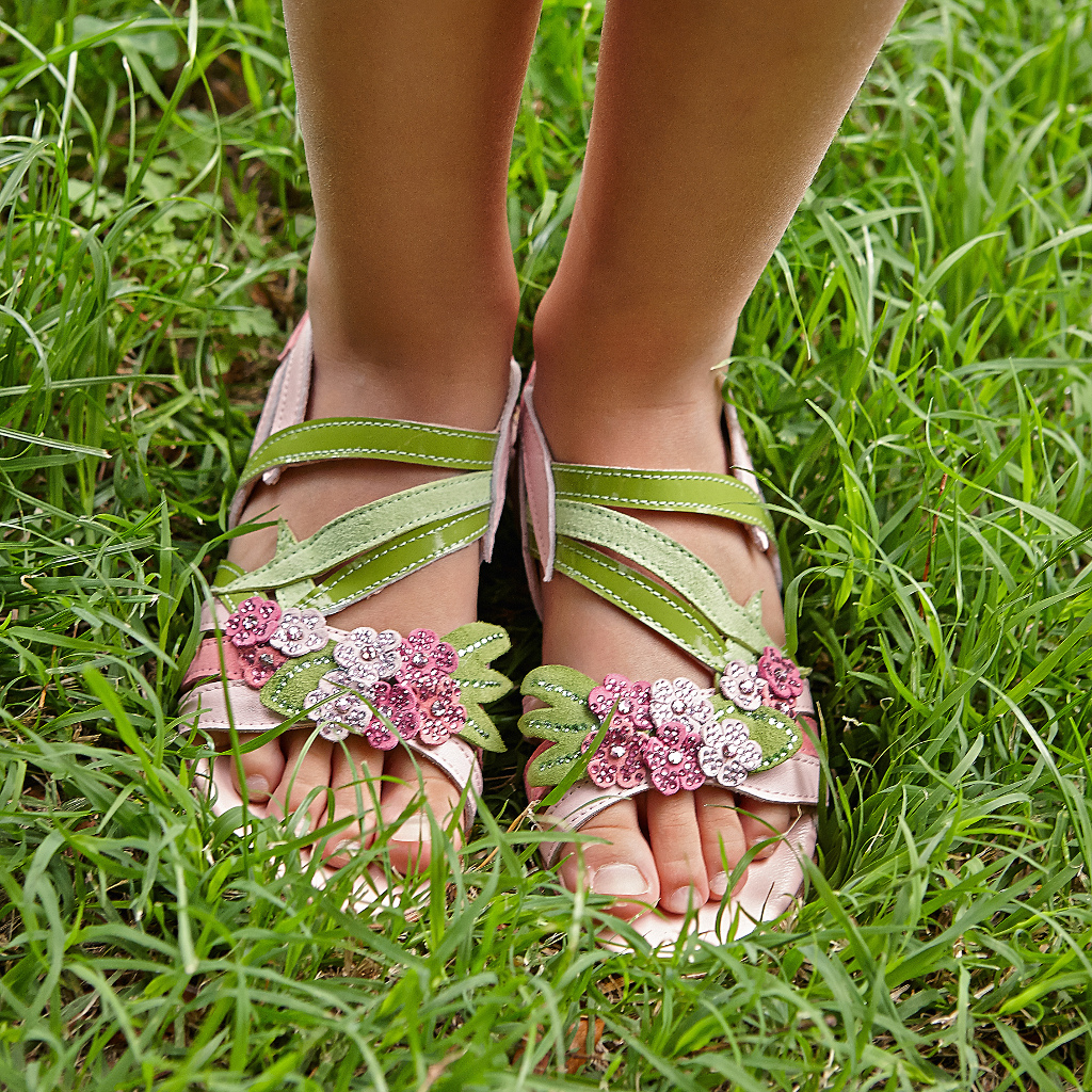 Quis Quis green sandals with flowers
