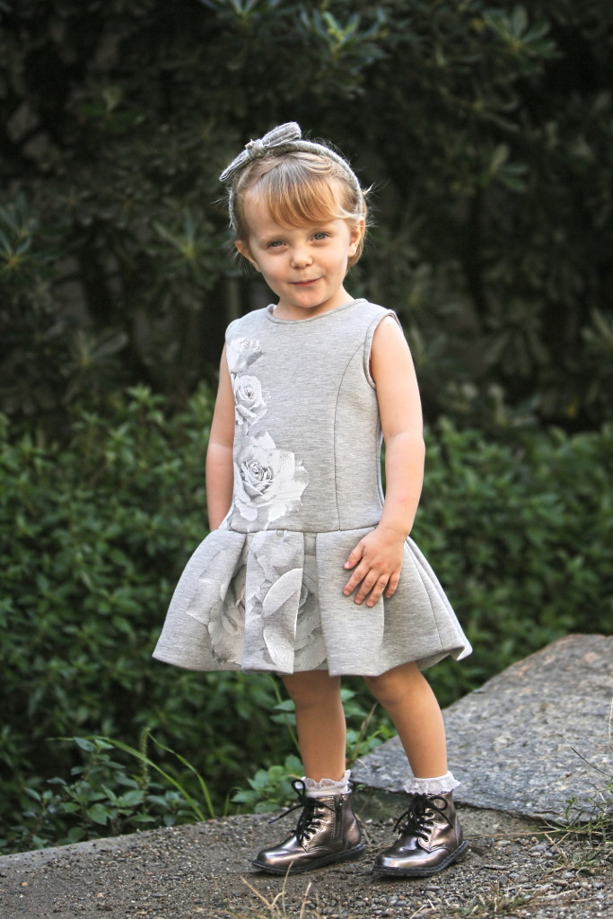 Elsy baby fall winter 2015 sleeveless grey dress with white roses on the front