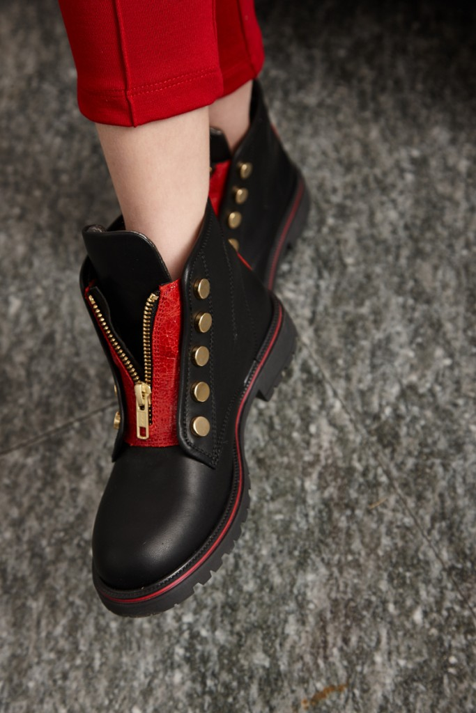 Quis Quis Winter 2015 black leather boots with red zip