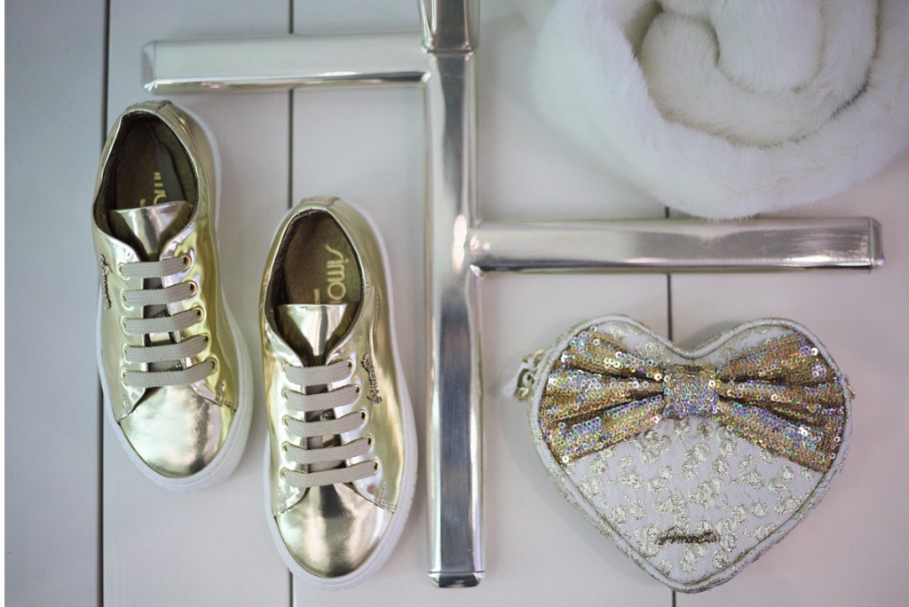 Simonetta winter 2015 gold and white accessories