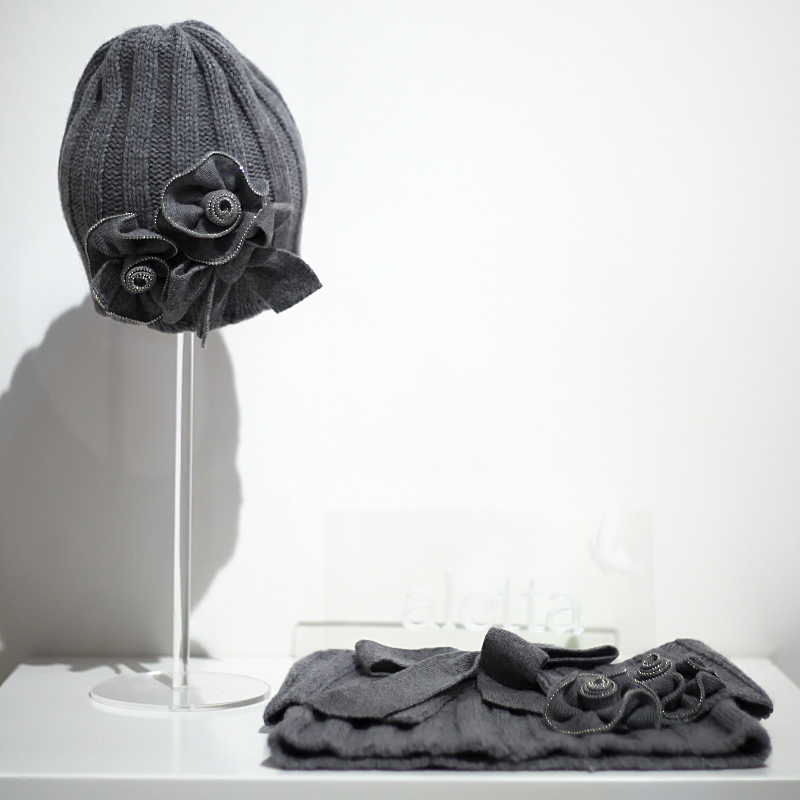 Pitti Bimbo 82 Aletta winter 2016 dark grey hat and collar with flowers appliqués