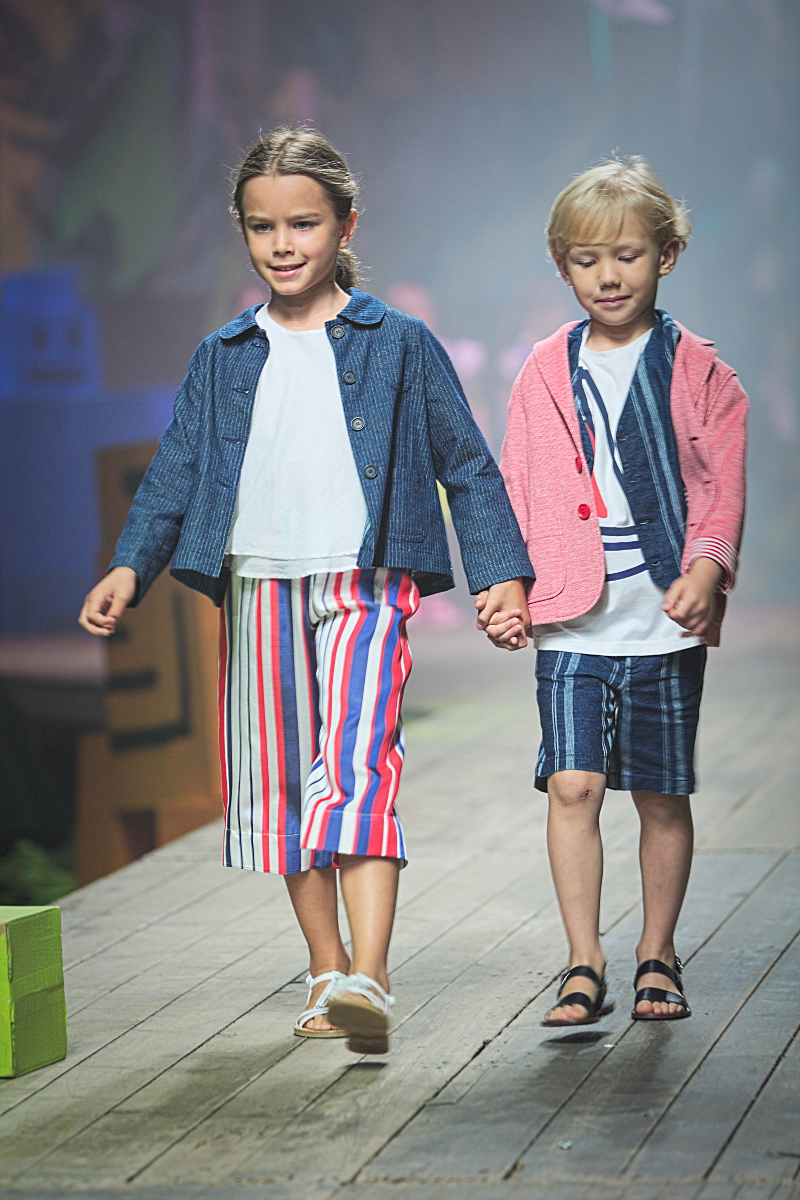 il gufo fashion show during pitti bimbo 83 in red, blue and white