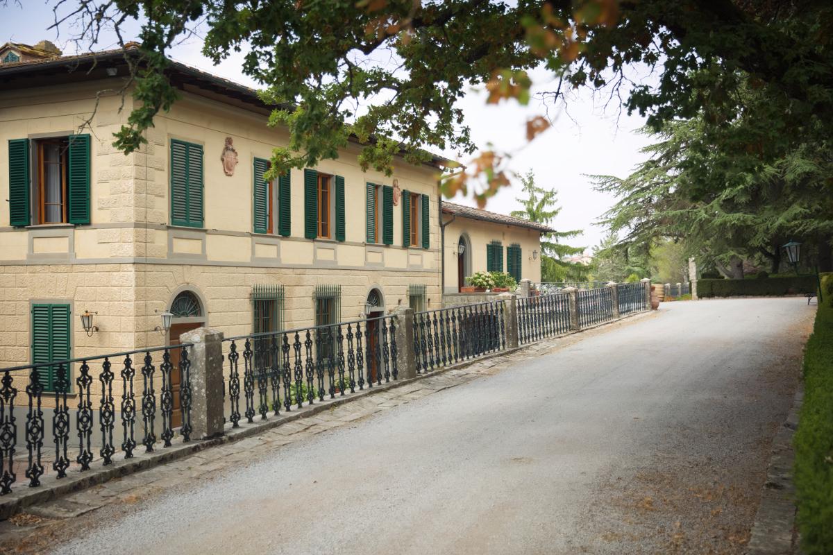 Aletta spring summer 2017 and Hotel Villa Casalecchi