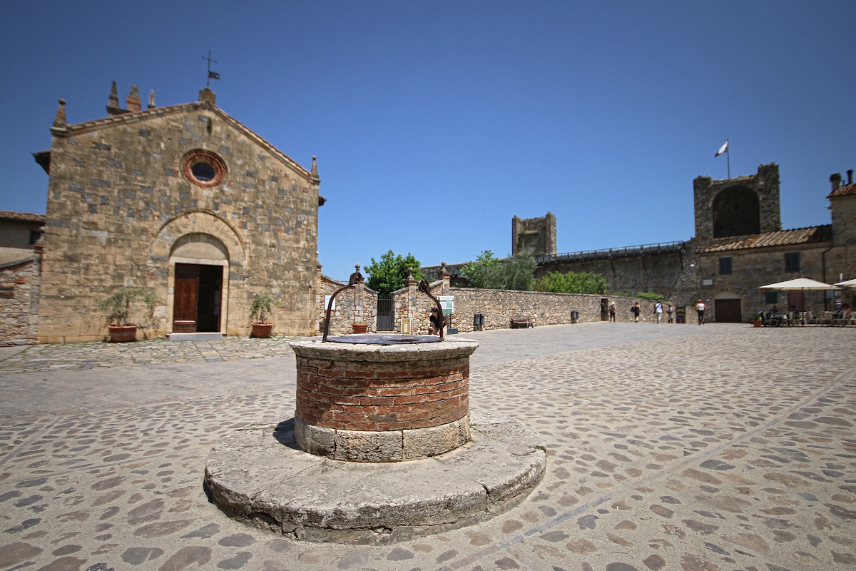 Visiting Monteriggioni near Siena and Monnalisa