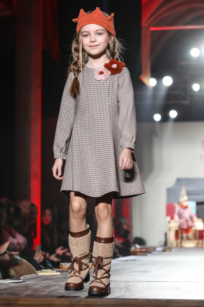 Girl's brown checked dress with appliqué flowers by il gufo fall winter 2020