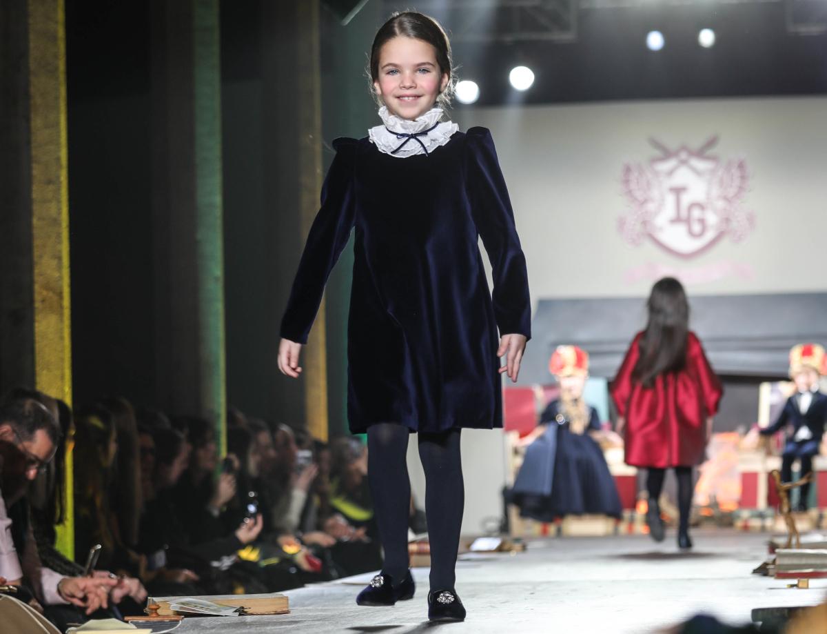 Girl's blue velvet dress by il gufo fall winter 2020