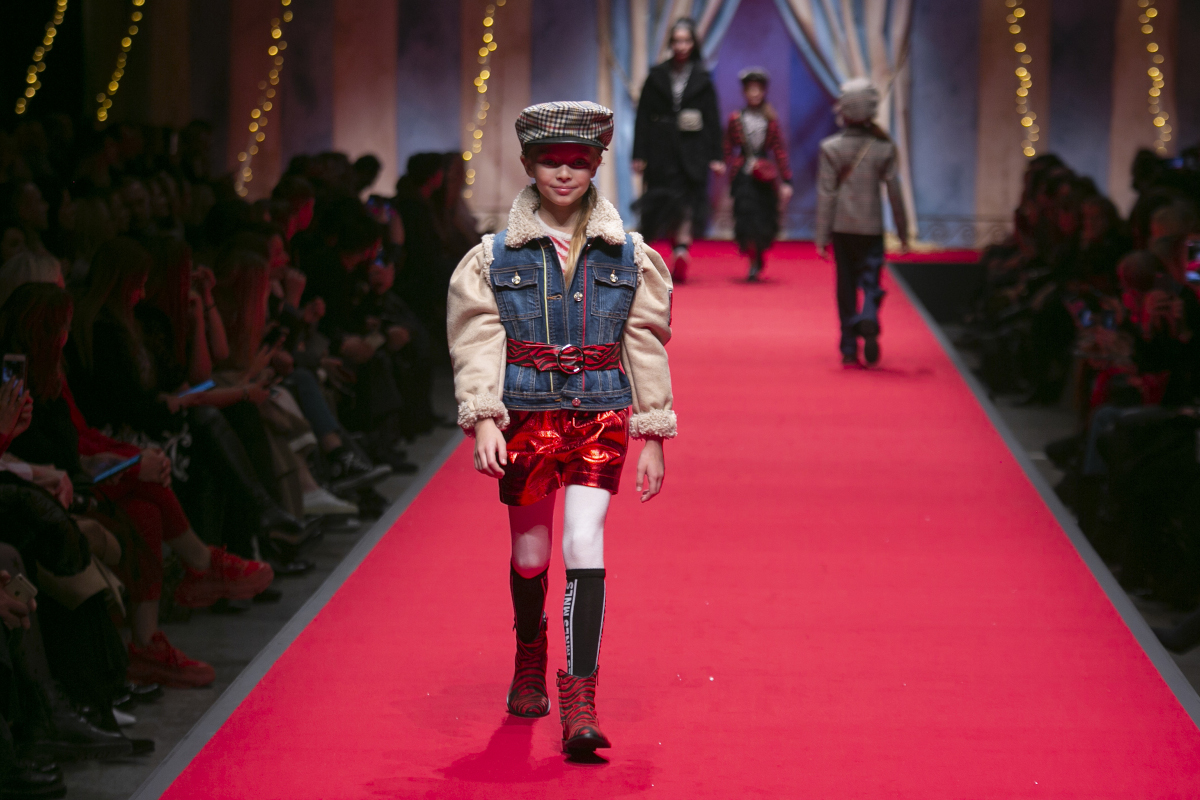 Monnalisa fashion show circus