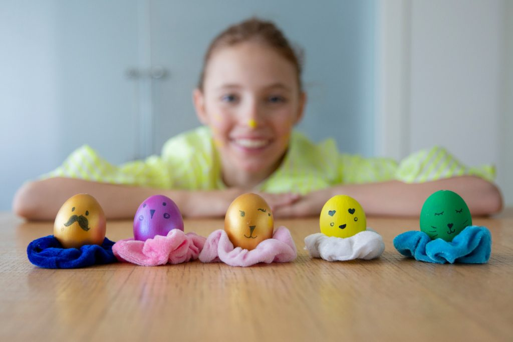 How to keep kids busy during coronavirus Easter eggs dyeing