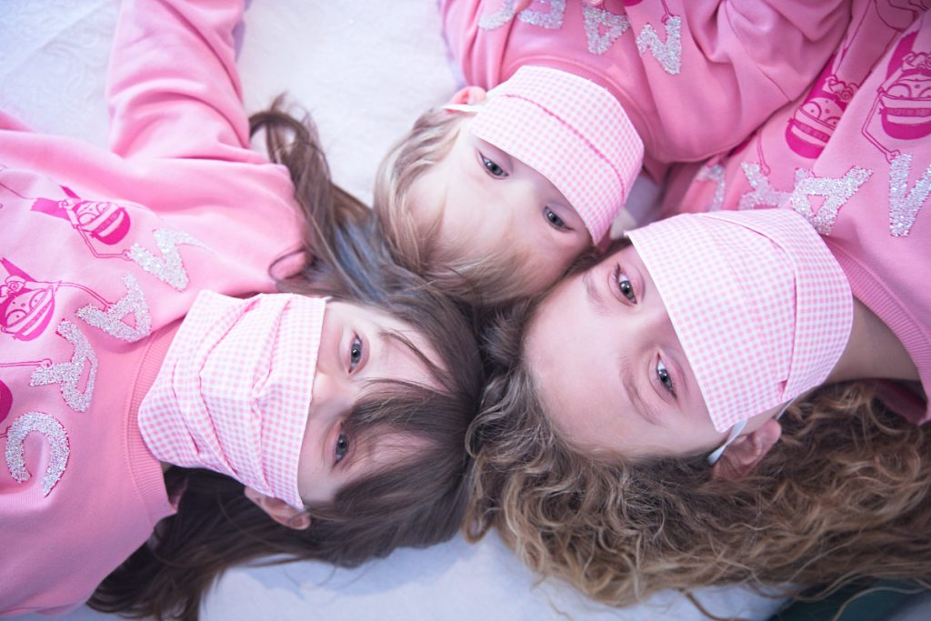 Felpa rosa di Little Marc Jacobs da Kids Around