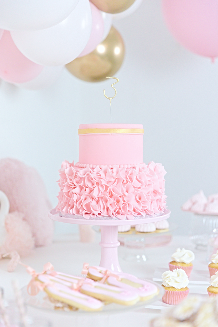 Aurora pink party to celebrate her third birthday in Aletta Kids with Pops Events Milano
