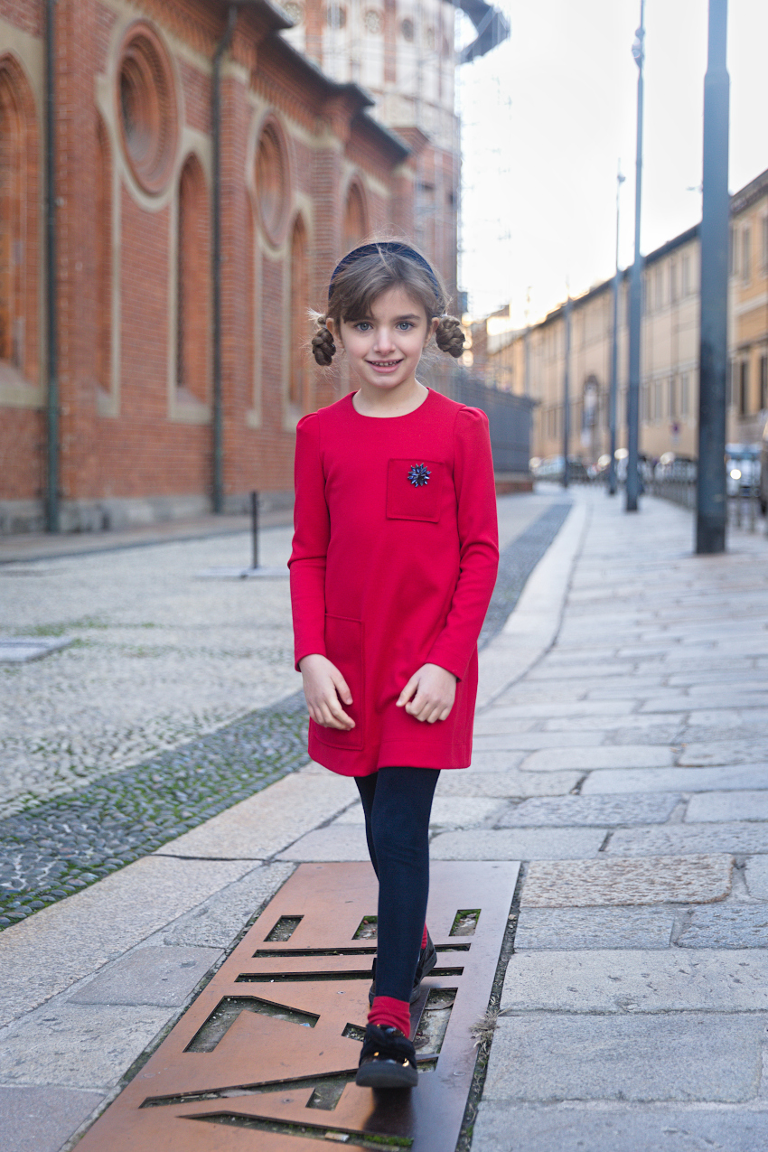 Giulia back to Milan and back to school with Mimisol red and blue!