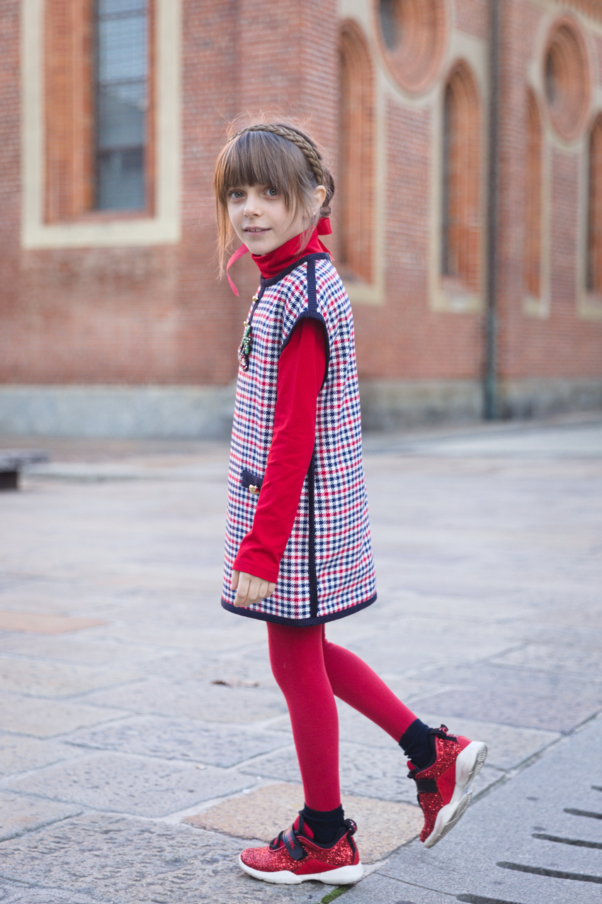 Alice back to Milan and back to school with Mimisol red and blue!