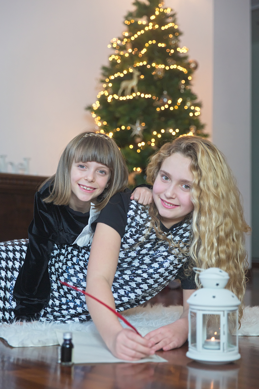New Year's Resolutions 2021 with Anna and Alice in black and white