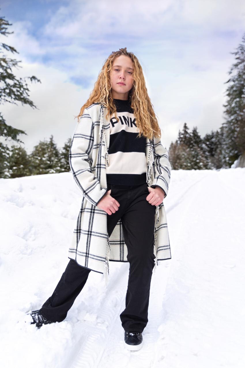 Di nuovo in montagna in Pinko Up 2020/2021 outfit in bianco e nero