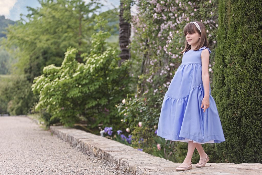 The amazing Tassara Castle and Alice in a light blue midi dress by Mimisol spring summer 2021