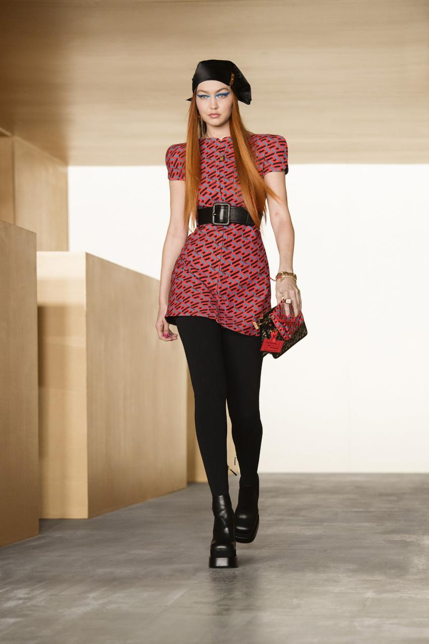 Versace fall winter 2021/2022 Milan Fashion Week Spring Summer 2022